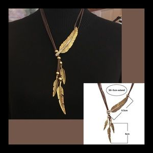 Jewelry - Gold Tone Feather Necklace